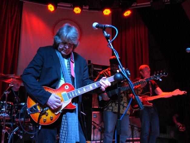 Mick Taylor al frente de su banda © Javi G. Espinosa