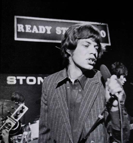 mick_jagger_sings_live_ready_steady_go_1964_tony_gale_rolling_stones_50_anniversary_tour_oigo_fotos