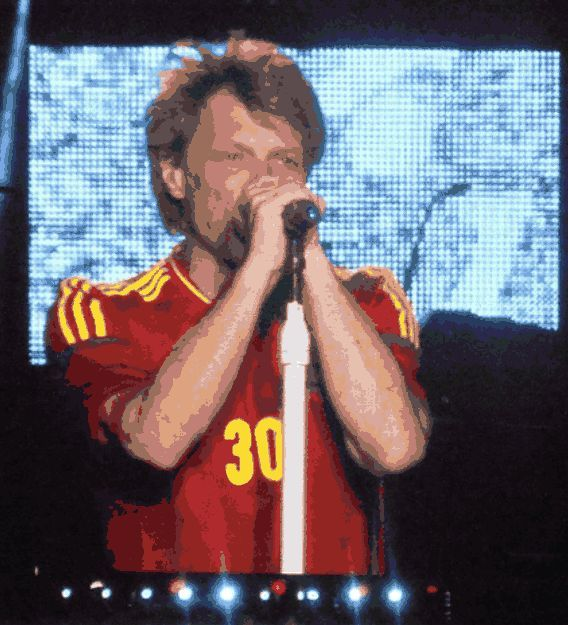 jon_bon_jovi_madrid_2013_vicente_calderon_because_we_can