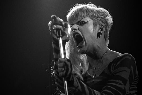 derek_ridgers_nina_hagen_victoria_london_live_1984