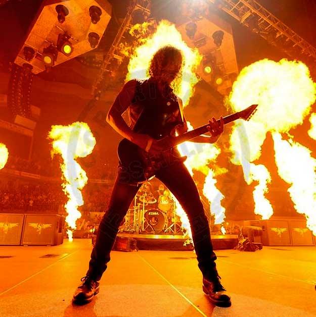 ross_halfin_metallica_madrid_2009_kirk_hammet_fire_live