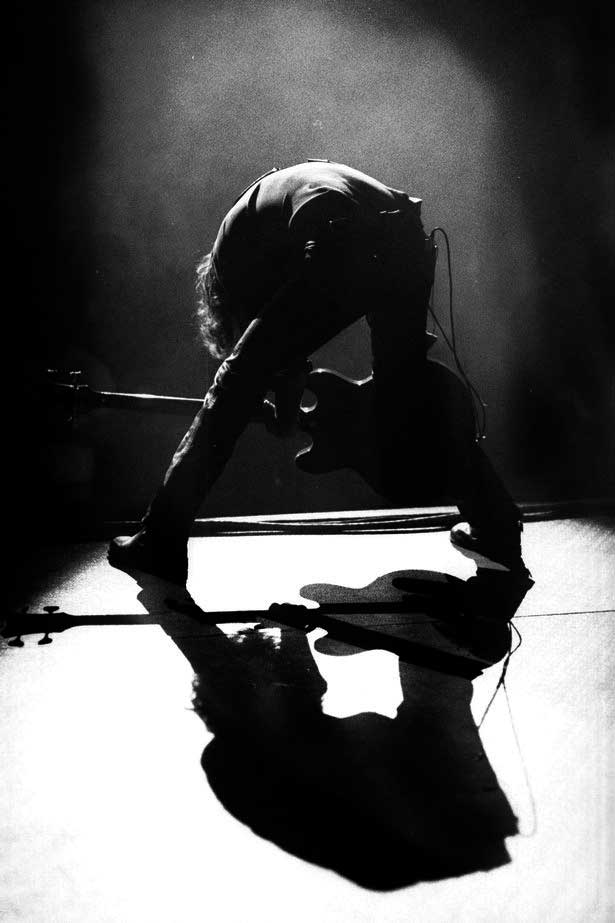 kevin_cummins_new_order_joy_division_peter_hook_1993_live_toronto_bass_shadow