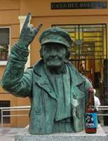 escultura_vallekas_abuela_rockera_angeles_toca_madera_panzer_julio_moya_carmen_jorba